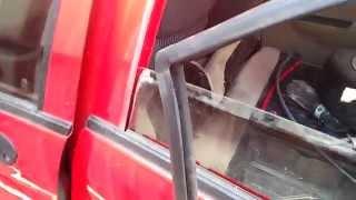 Снятие стекла с задней двери Chery QQ (матиз)(Снятие стекла с задней двери чери qq (матиз) карта держится на 5 саморезах и защелках Тросик на коробку перед..., 2015-06-25T18:50:16.000Z)