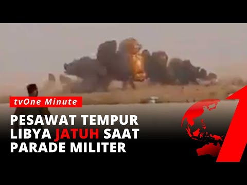Detik-Detik Jet Tempur MiG-21 Jatuh Saat Parade Militer di Libya | tvOne Minute