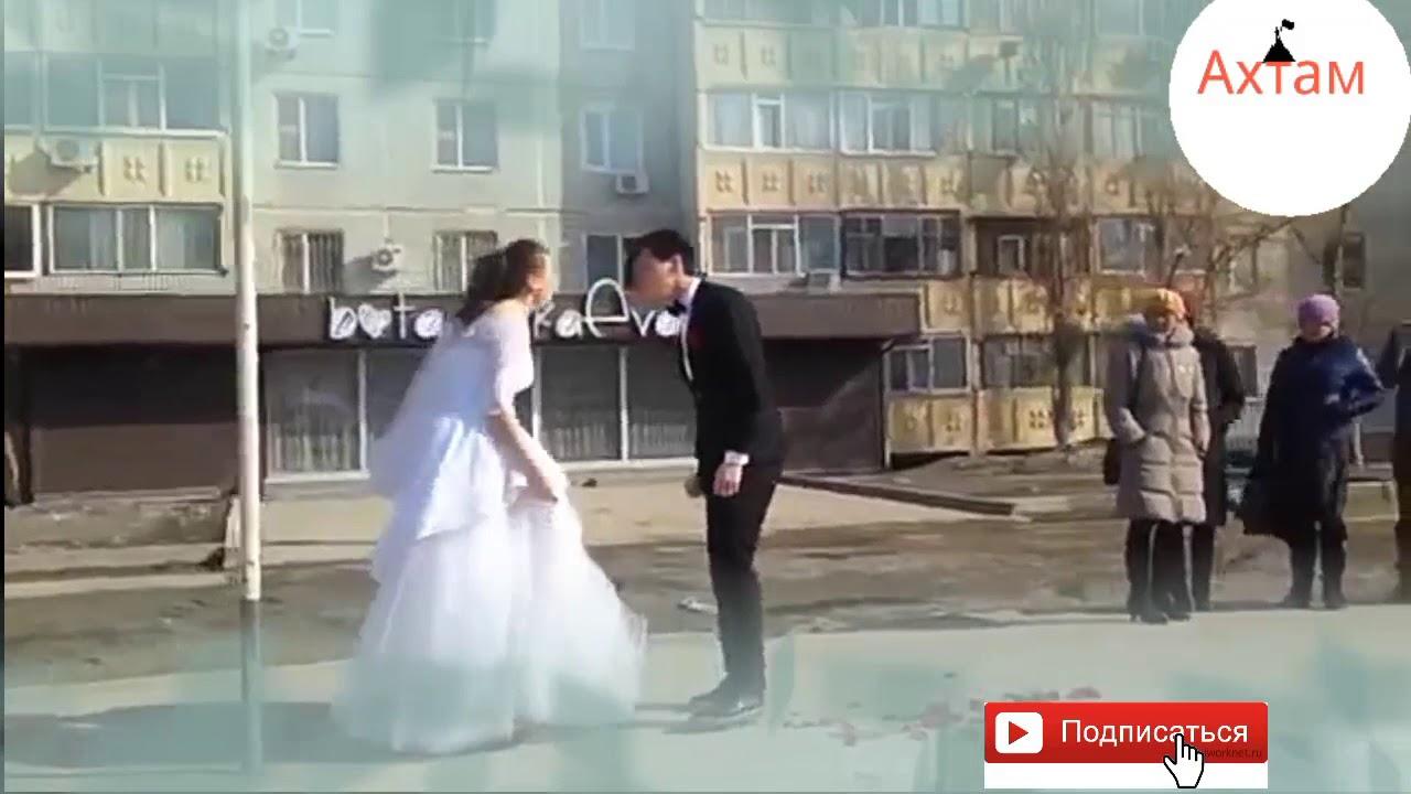 Побили невесту на свадьбе, мужик трахает девушку в бассейне видео смотреть