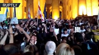 В Тбилиси люди вышли на митинг с требованием отставки правительства — видео