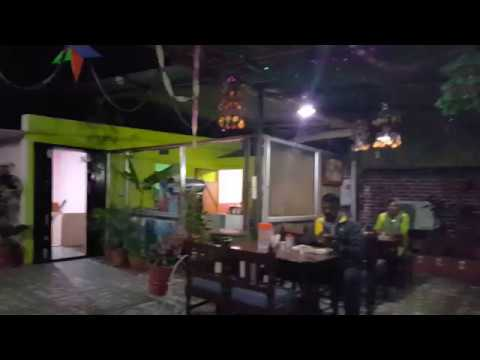 rooftop-restaurant-in-£15-per-night-hotel-in-jaipur