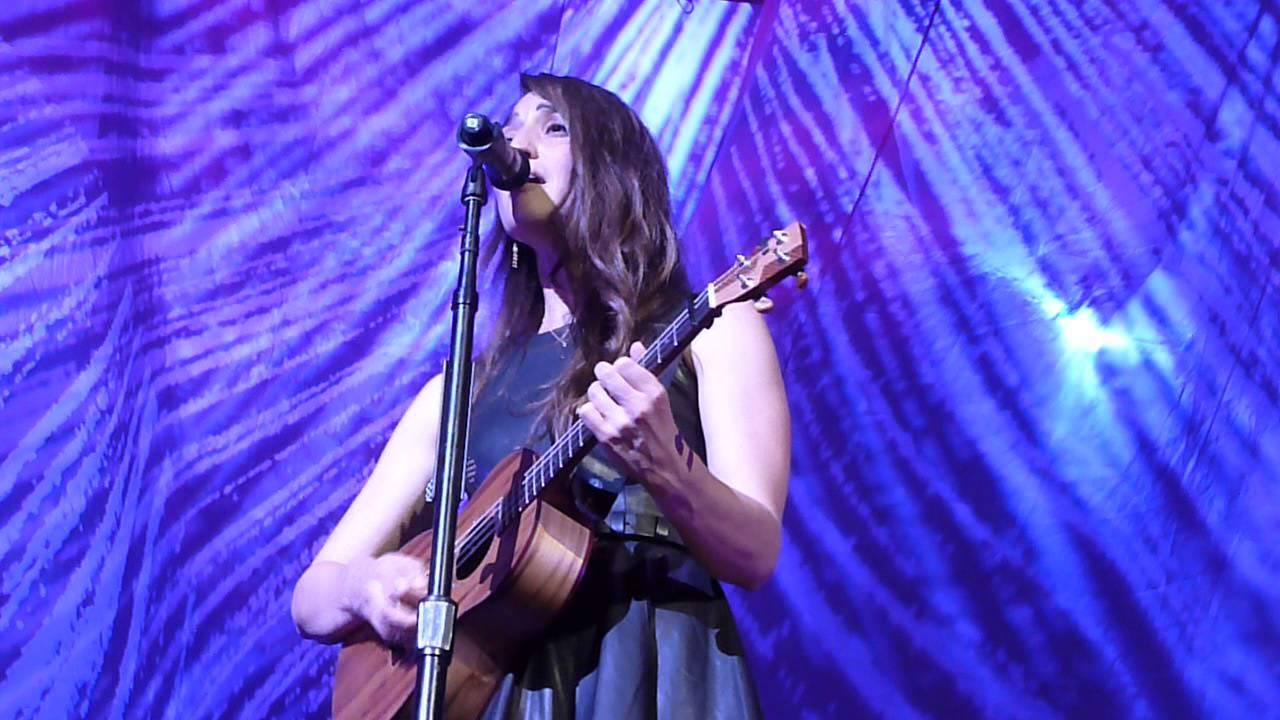 Sara Bareilles - Chandelier (Sia cover) - Cleveland, OH 7/11/14 ...