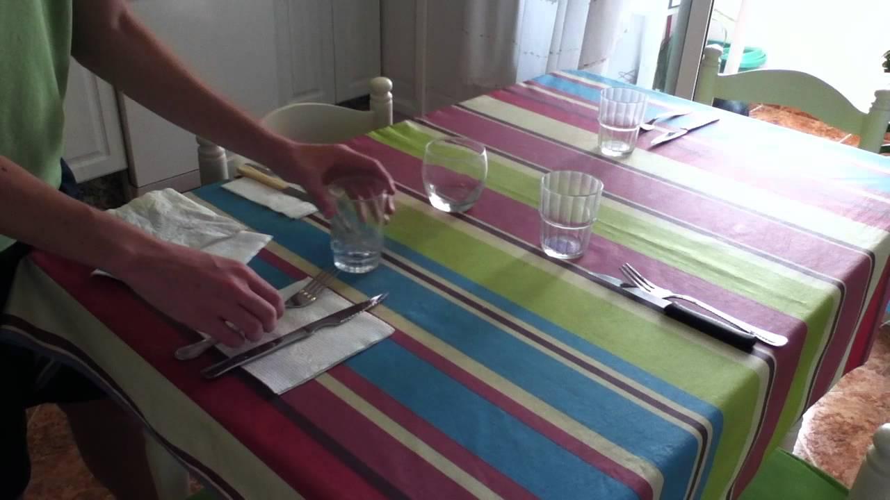 Poner la mesa protocolo en la mesa youtube for Protocolo cubiertos mesa