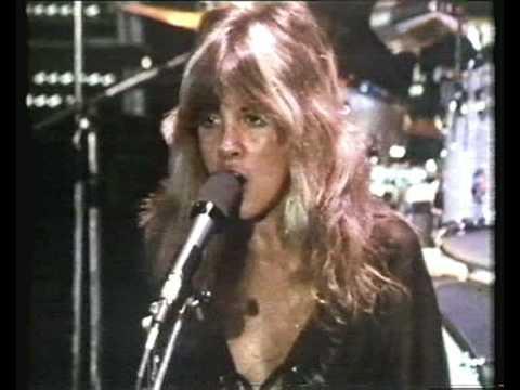 Fleetwood Mac - Rhiannon - ( Awesome performance ) 1976