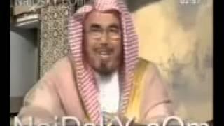 شيخ في التلفزيون السعودي يقول كلمة قحبه على الهواء مباشره