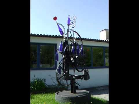 skulptur mit flaschen kinetische kunst von karl heinz. Black Bedroom Furniture Sets. Home Design Ideas