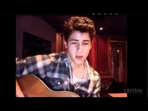 Nick Jonas Live Chat In Cambio 26/02/2011 -Playing Guitar