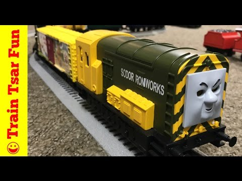 THOMAS & FRIENDS LIONEL O GAUGE LONG FREIGHT TRAIN and CRASH