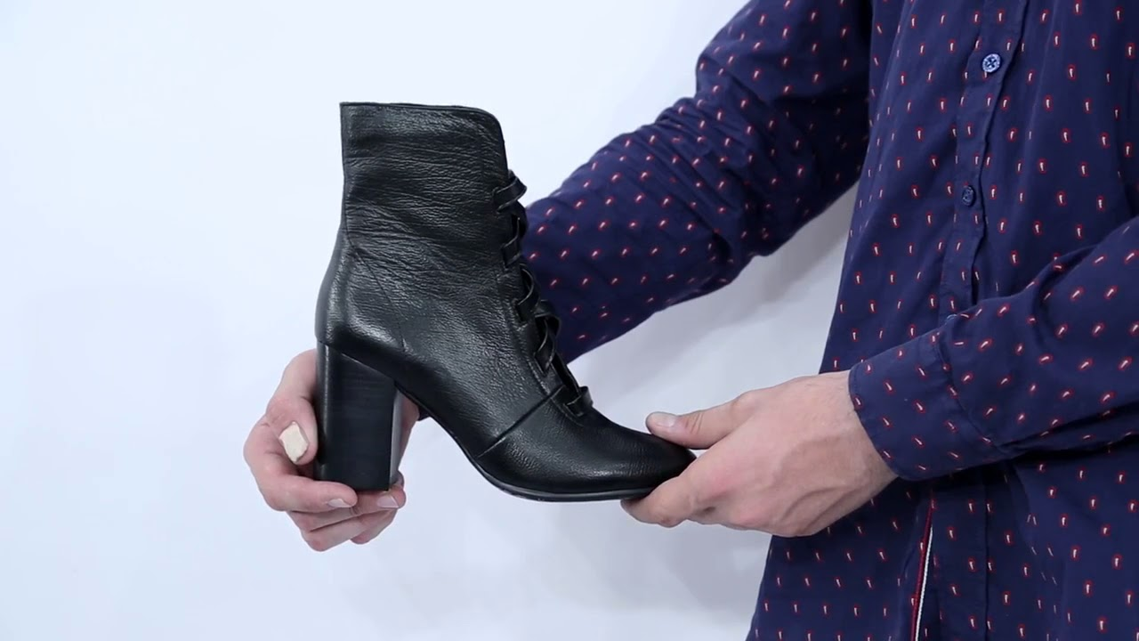 С чем носить перфорированные летние сапоги в дырочку?. Таким вопросом задаются дамы, еще только задумывающиеся над приобретением неординарной обуви на лето. Стилисты уверяют: несмотря на внешнюю экстравагантность, женские летние сапоги являются вещью довольно функциональной и.