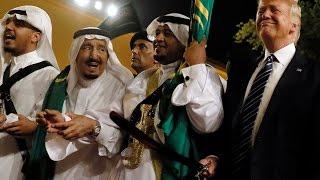 الملك سلمان وترمب يؤديان رقصة