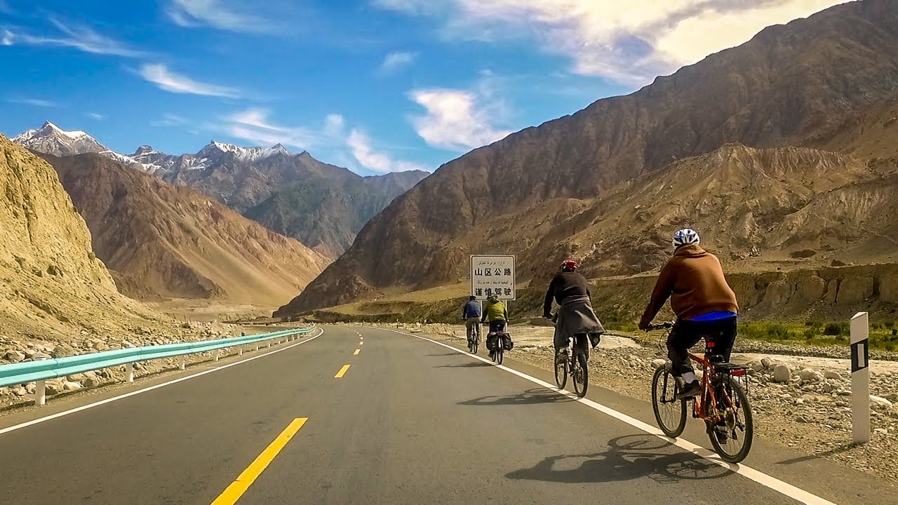 The Karakoram Highway connecting China and Pakistan