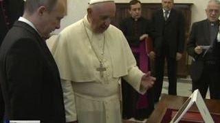 Папа Римский подарил Путину медаль с изображением ангела-миротворца