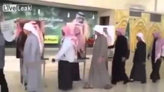 Suudi Kralı'nın posterine biat
