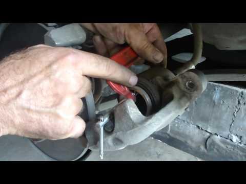 Как заменить передние тормозные колодки ВАЗ 2108-2109-2110,VAZ 2108-2109-2110 pads front.