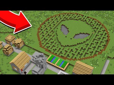 ОКОЛО МОЕЙ ДЕРЕВНИ ЖИТЕЛЕЙ ПОЯВИЛСЯ СТРАННЫЙ СЛЕД В МАЙНКРАФТ 100% Троллинг Ловушка Minecraft