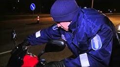 Turun poliisi käyttää ruotsalaisia kypäriä