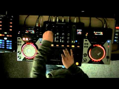 11 tracks 16 minutes pure funky house mix mash by for Funky house tracks