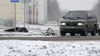 Социальный эксперимент: Лежащий на обочине велосипедист