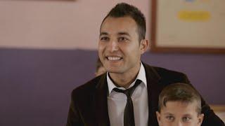 Okula ağlayarak gelen öğrencisinin yüzünü güldüren Gökhan Öğretmen'e sürpriz!
