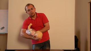 видео Что делать, если ребенок что то проглотил - Скорая помощь Доктор Комаровский