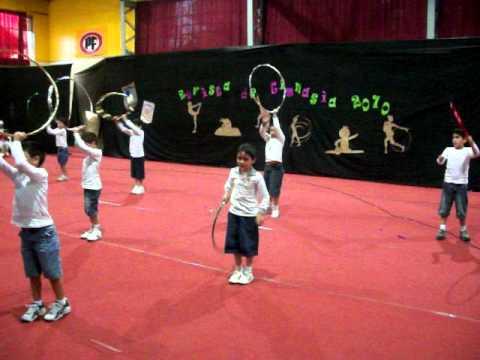 Christian College Loncoche Revista de gimnasia 2010 niños aros.MOV ...