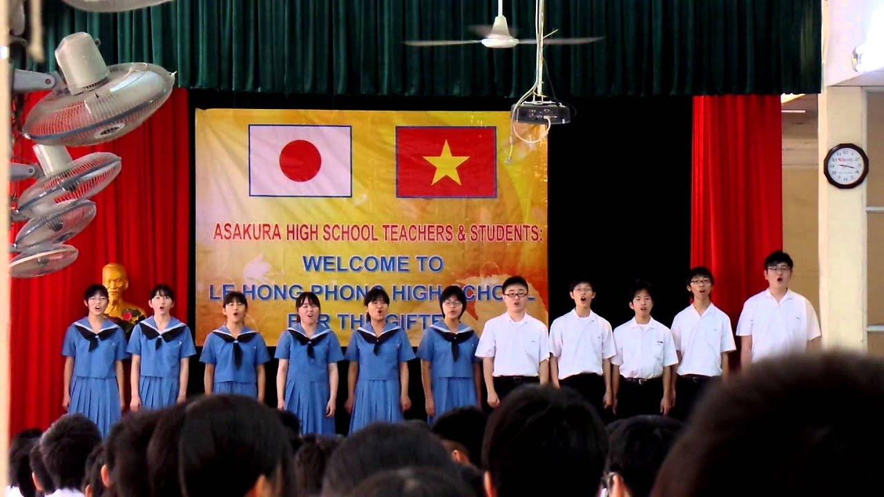 Asakura High School students at Le Hong Phong High School ...