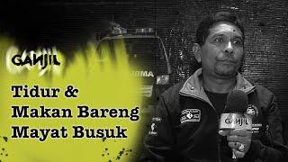 Download lagu 99 - Kisah Pengantar Jenazah, Tidur & Makan Bareng Mayat Bau Busuk   Ganjil Misteri