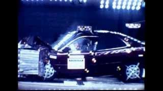 1996 Toyota Camry | Frontal Moderate Overlap Crash Test | CrashNet1