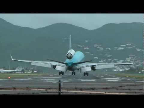 KLM MD11 landing on St. Maarten bad weather 1080p