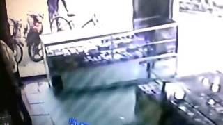 Video bắt sống tên chộm xe
