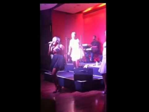 """Kaylah Blue Impromptu Performance of """"Say Yes"""" by Floetry"""