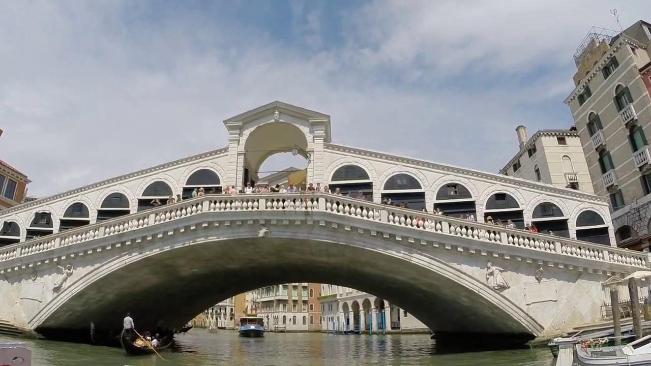 Прогулка по Венеции на вапоретто.