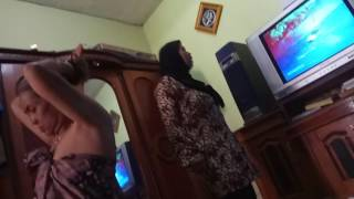 Download Video Ibu Tukang Urut Latah Jorok 2 MP3 3GP MP4