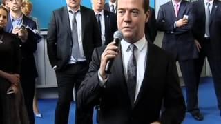 Дмитрий Медведев проводил первый рейс авиакомпании «Добролёт» по маршруту Москва -- Симферополь(, 2014-06-10T13:16:13.000Z)