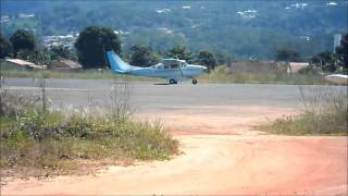CESSNA 205  SUPER SKYWAGON decolando