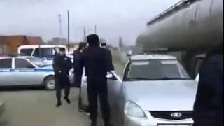 Сотрудник ГИБДД Ингушетии превышает должностные полномочия