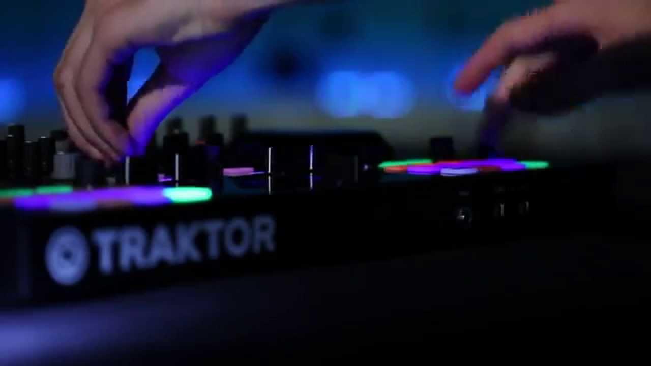 Traktor Kontrol S4 Mk2 DJ Controller