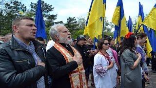 В Одессе активисты Майдана обломали любителей России(В Одессе около 200 активистов одесского Майдана в День Победы, пришли на Аллею Славы, чтобы возложить цветы..., 2016-05-09T12:08:25.000Z)