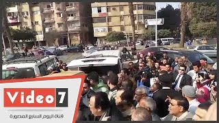 وصول جثمان الفنانة كريمة مختار لمسجد عمرو بن العاص