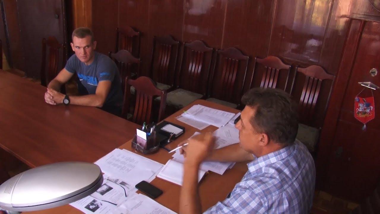 Молодой специалист школы №3 Антон Мельников учит детей географии и физической культуре