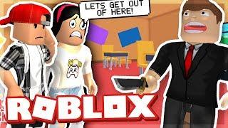 BREAKING OUT OF SCHOOL CON LA MIA GIRLFRIEND - ROBLOX ESCAPE THE SCHOOL OBBY!
