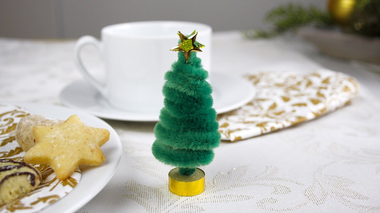 weihnachtsbaum aus pfeifenputzern christmas tree from pipe cleaners youtube. Black Bedroom Furniture Sets. Home Design Ideas