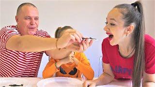 ОБЫЧНАЯ ЕДА против МАРМЕЛАДА Челлендж!REAL FOOD Vs GUMMY FOOD CHALLENGE!Видео Валенсия Лаки Фемели🍀