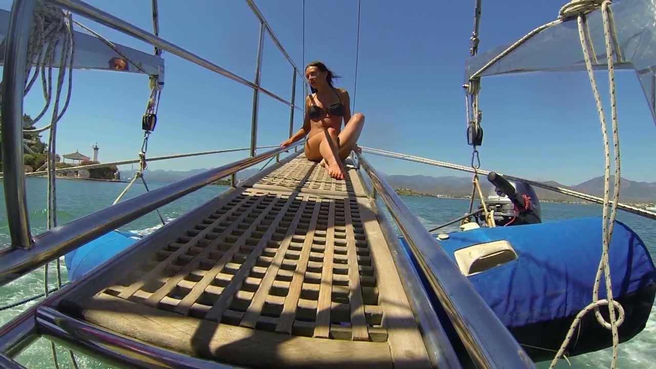 Фильм где на яхте у девчонки случился передоз