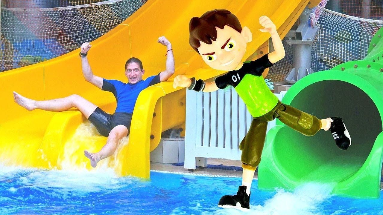 Игры для детей - Бен 10 и тренировка в аквапарке! - Видео с игрушками.