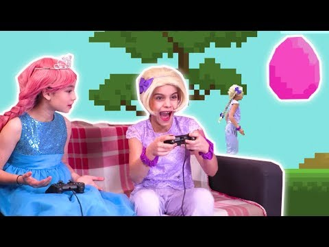 PRINCESS VIDEO GAMES 🎮 Esme Makes a Game for Olivia! - Princesses In Real Life | Kiddyzuzaa