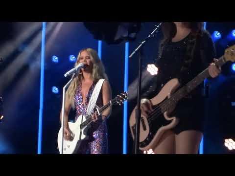 """Maren Morris Sings """"Girl"""" Live At CMA Fest"""