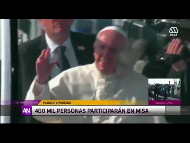 Le arrojan al Papa Francisco un objeto a la cara durante su visita a Chile