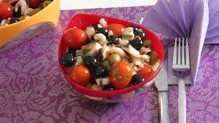 Греческий салат с оливками и морепродуктами