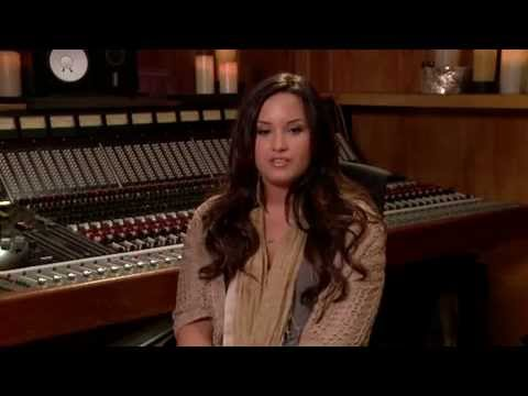 Demi Lovato Live Chat On Cambio - May 27, 2011